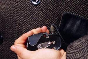 盘点上世纪间谍使用的十大奇葩工具 粪便能定位?