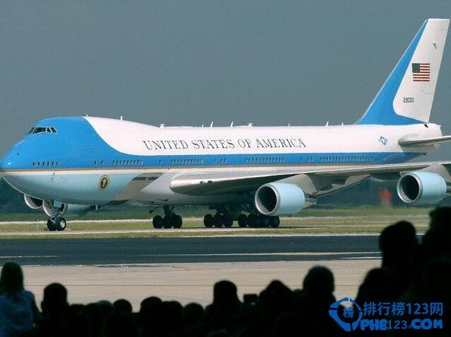 身为富豪明星,豪车游艇已经不能满足他们了,还有更霸气的飞机在等着他们!当然,他们也不全是为了拼奢华,更是为了出席活动或者洽谈商务的便利。为您盘点了目前全球十大最奢华的私人飞机和其主人,都有哪些飞机上榜呢?赶快来看看吧!