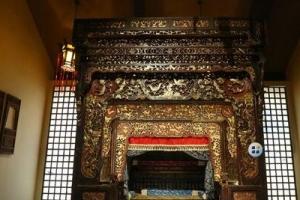 天下第一床:清朝六柱五檐满金雕花大床(耗时三年/耗黄金200克)