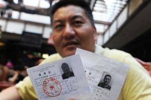 中国高考最牛钉子户,49岁高考生梁实(33年参加高考20次)