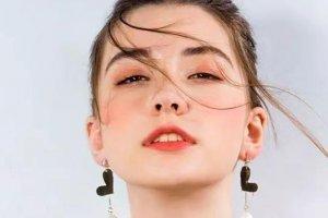 年龄最小最美的5位模特:14岁嫩模弗拉达·久巴死在台上