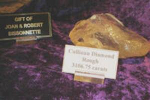 世界上最大的钻石:库里南钻石(3106.75克拉)