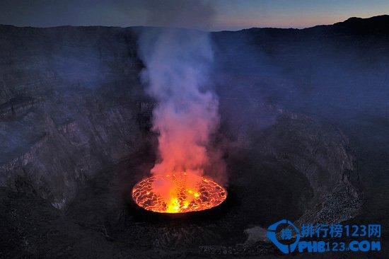 世界上最大的熔岩湖 尼拉贡戈火山坑
