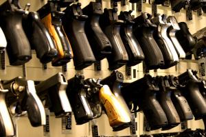 全球各国人均枪支数量排名,美国人均一把(3.9亿把)